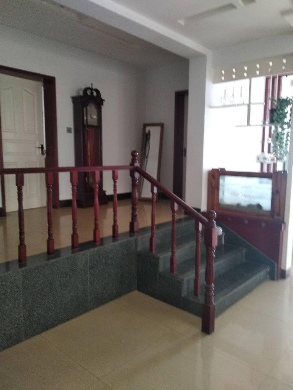 三室二卫二厅三楼房屋出售